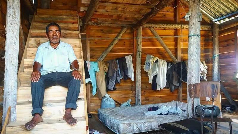"""Foto de Nauro Júnior: """"Seu João. Um velho Índio kaingang que vive na colônia de Pelotas""""."""