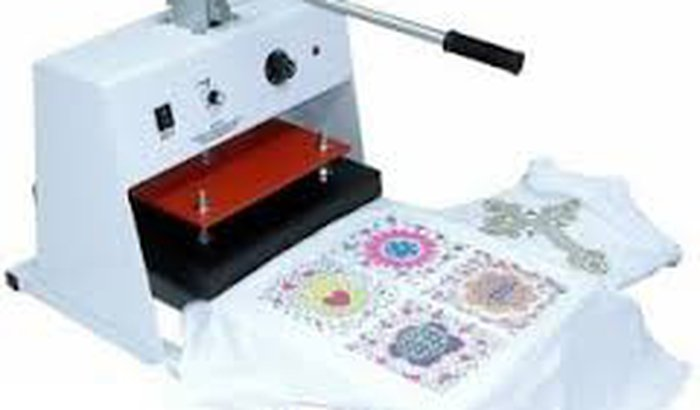 Máquina de estampar camiseta