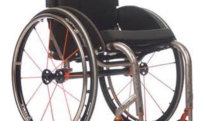 Cadeira de rodas e almofada ant-escaras