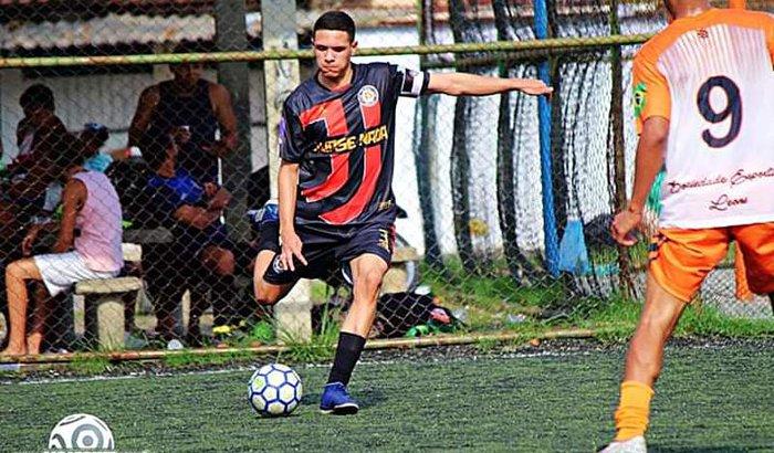 Lutar pra realizar o sonho,de me  tornar jogador de futebol.