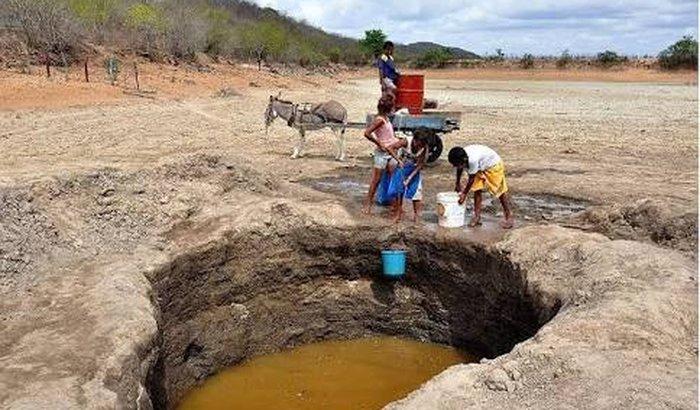 Levar água e comida para o sertão de Pernambuco