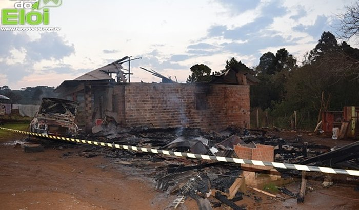 Auxilio para família que teve a casa incendiada em Turvo-PR