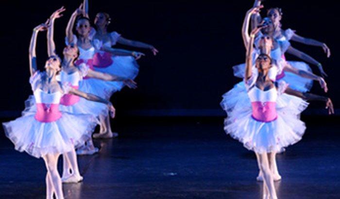 Grupo de dança Bela como a Rosa