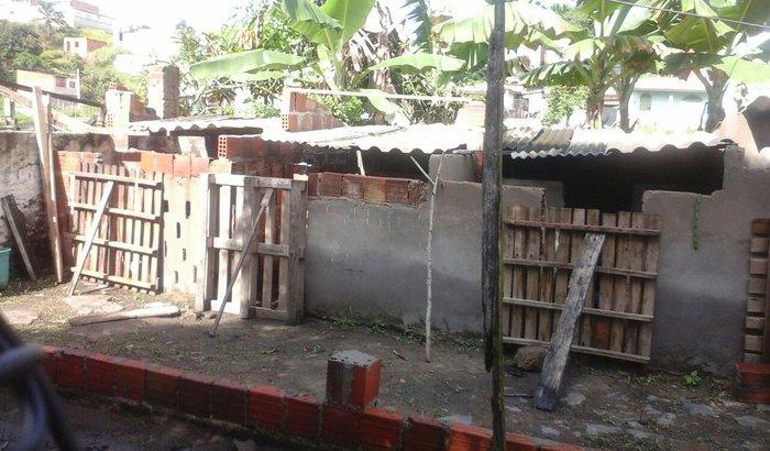 Construcao do canil da bicharada
