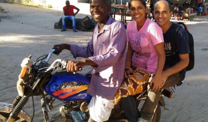 Um carro para ajudar crianças em Moçambique