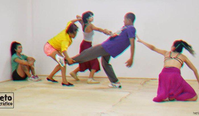 """Espetáculo de Dança """"Mil Coisas para Saber Antes de Morrer"""""""