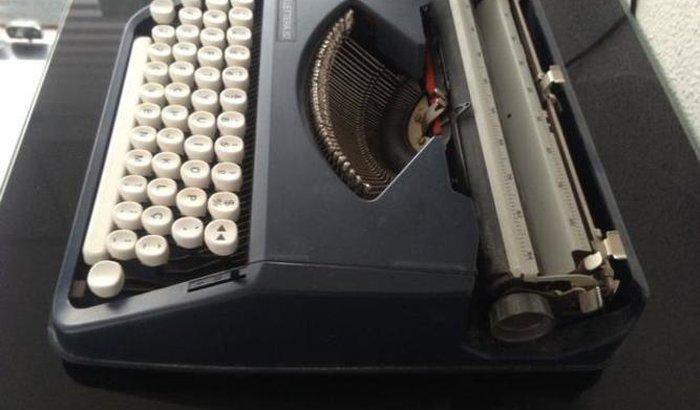 Ajude-me a comprar uma rara máquina de escrever manual.