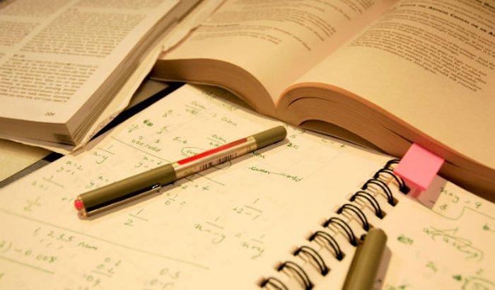Preciso continuar a estudar e ter onde morar.