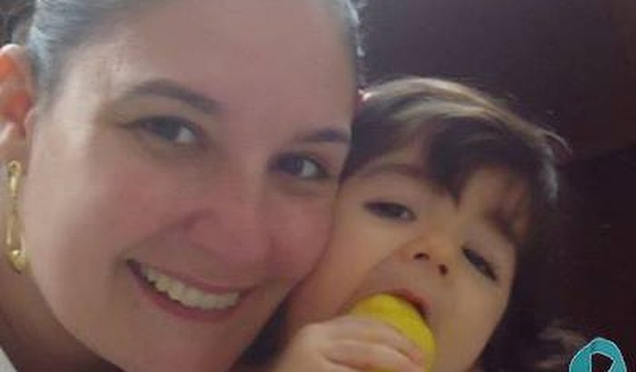 Ajudando a colega Caterine Mendes e sua filhinha