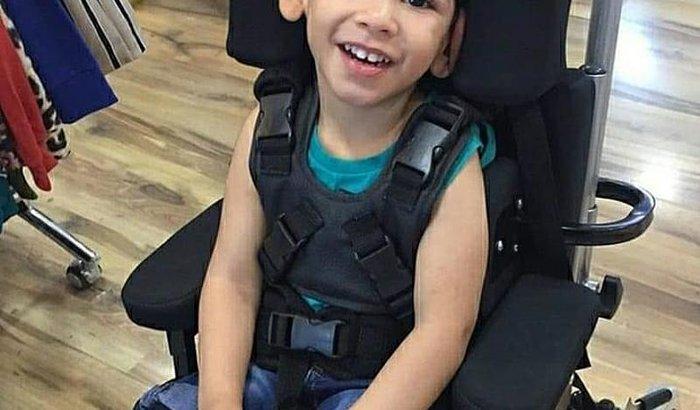 Ajude a conseguir uma cadeira de rodas nova para o Arthur