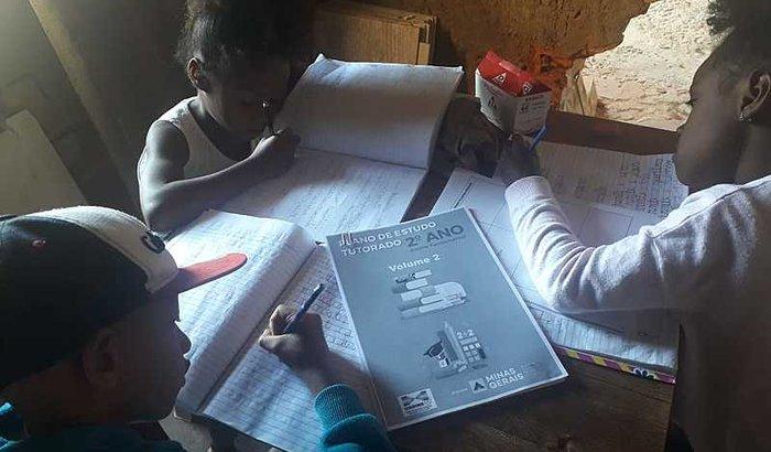 Sala de aula na favela
