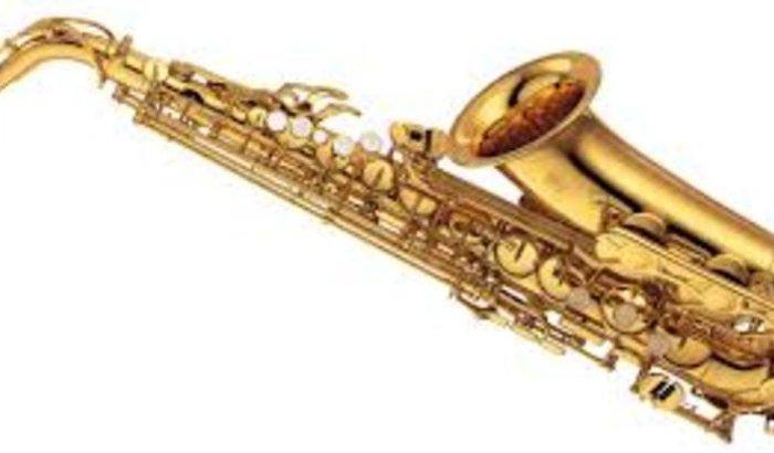 Compra um saxofone