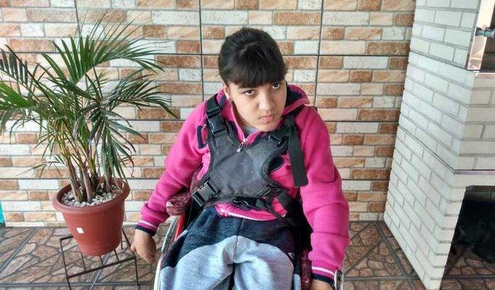 Ajuda para comprar uma cadeira de rodas para Anna Clara
