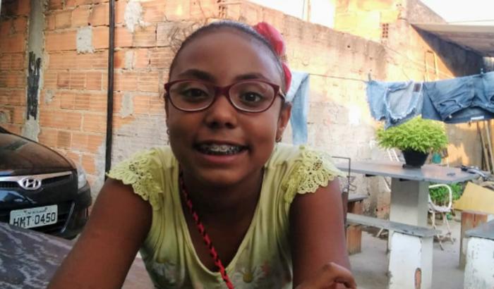 Ajuda a Lara Eduarda a fazer cirurgia nos olhos!