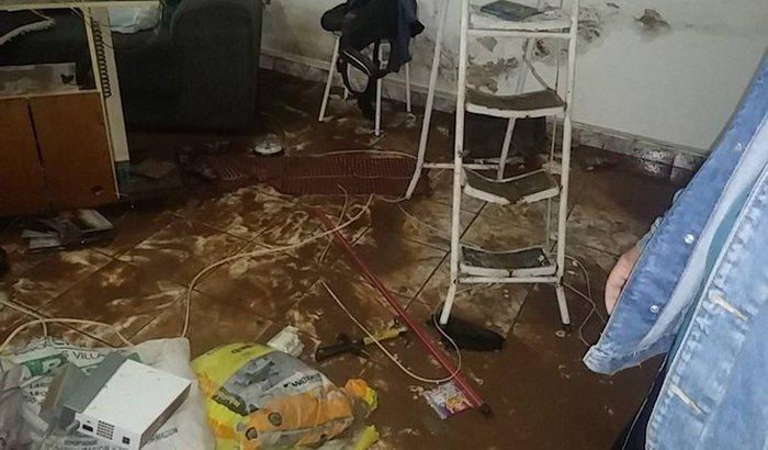 Ajudando amigos vítimas da enchente em Poá