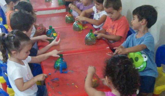 Ajude estas pequenas crianças a terem o mínimo de dignidade
