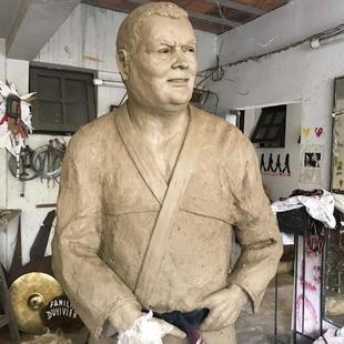 Cover estatua carlson