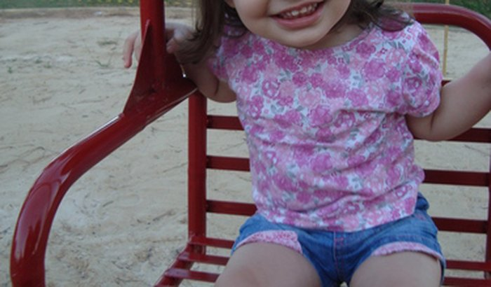 Ajude a nossa princesinha Nicole Helena a andar.