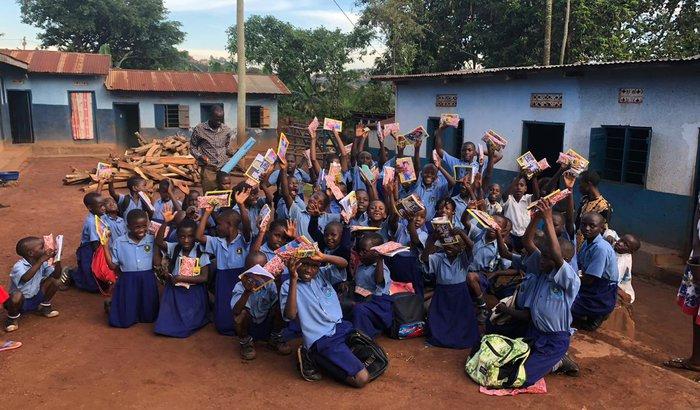 Vamos construir os banheiros da escola em Uganda!