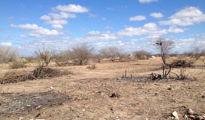 Perfuração de um poço na zona rural de quixeramobim .
