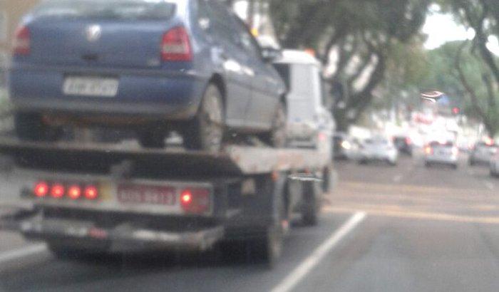 Carro do Robson / roubado e danificado