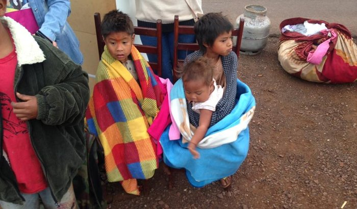 Ajuda aos indígenas despejados da terra Apyka'i em Dourados/MS