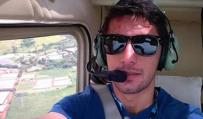 Ajuda o Alessandro ser piloto