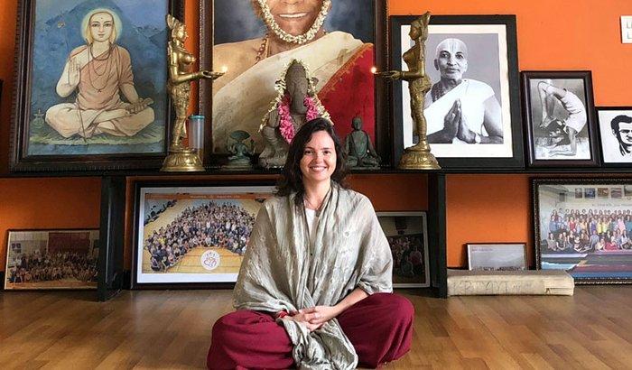 Ajude Lia Caldas a estudar Yoga em Mysore - Índia