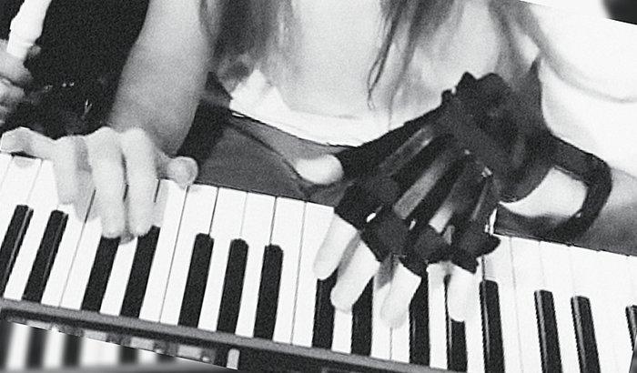 Uma mão para o Farfisa (Distonia)