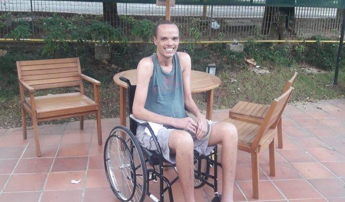 Ajuda a nova vida do irmão Rafael