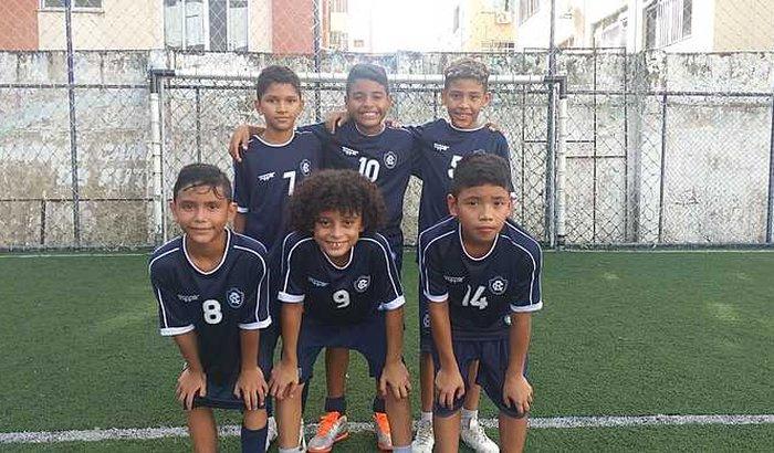 Ajuda para atletas de futebol Sub-10