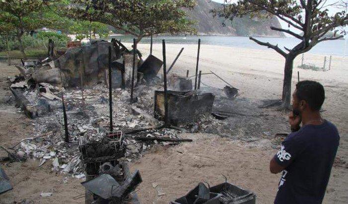 Ajuda URGENTE: Quiosque do Eddie PQD pegou fogo, Itaipu-Niterói!
