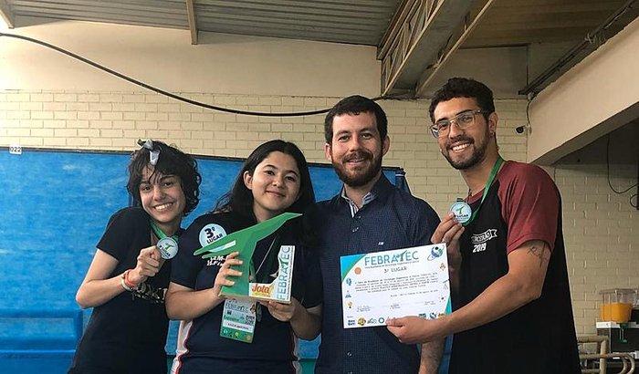 Ajudar os alunos do CEM 02 do Gama a participarem da WICE