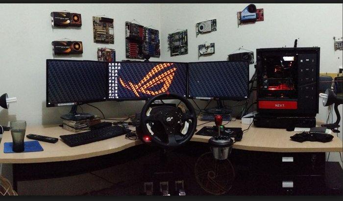 Mesa para computador e Teclado Gamer.