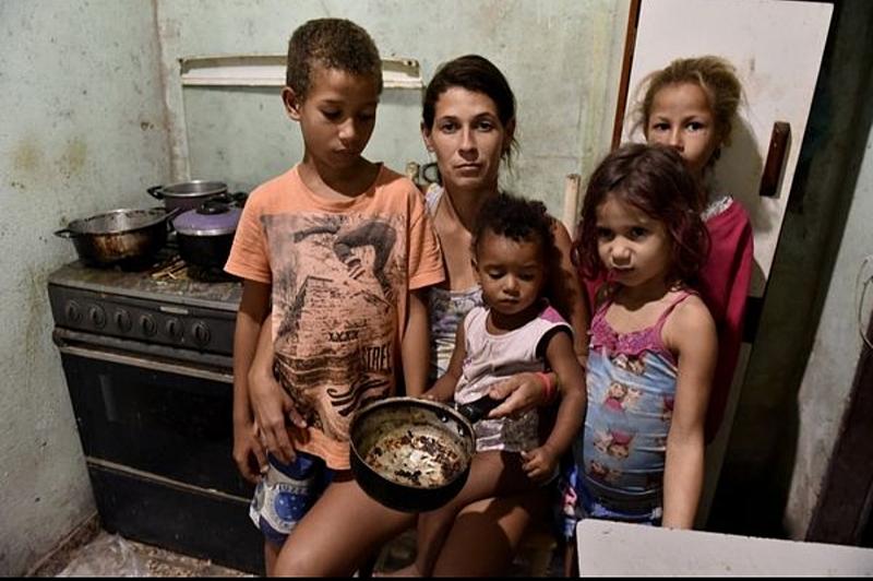 Uma família passando necessidade