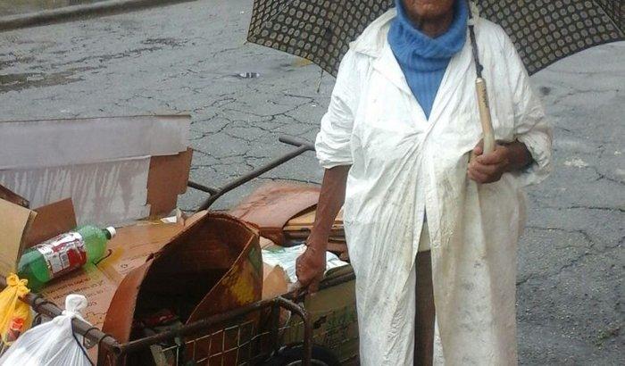 Ajudando a Dona Rita - CATADORA
