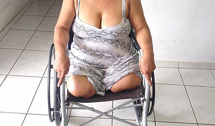 Cadeira de roda motorizada com elevação