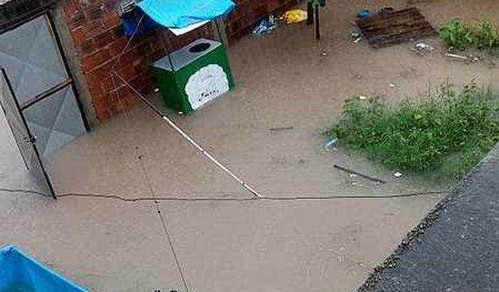 Ajuda aos moradores afetados pelas chuvas em Rolas