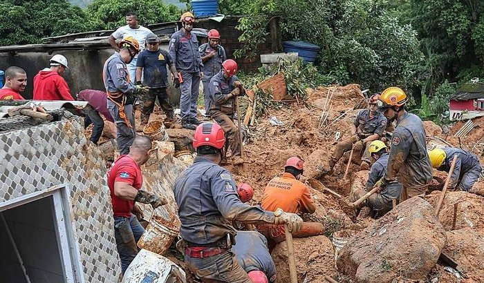 Ajuda para as vítimas do Guaruja