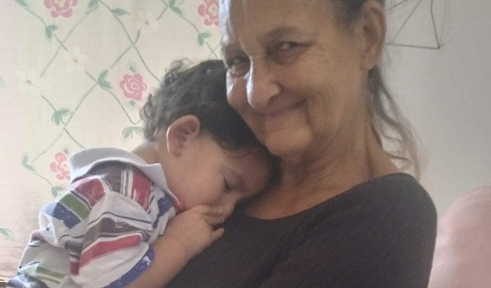 Ajude a dona Tânia a aliviar uma dor de década