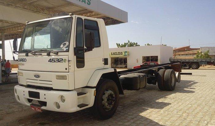 Compra de Pneus para o Caminhão Ford Cargo 4532E